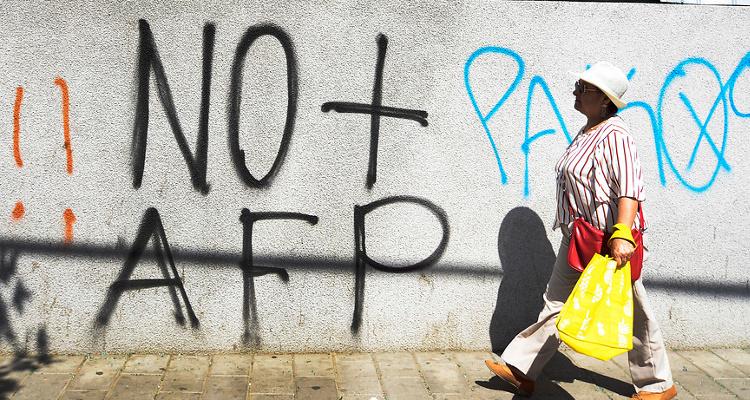 Data Influye: Un 68% de los encuestados retiraría sus fondos de AFP si se aprueba un cuarto retiro